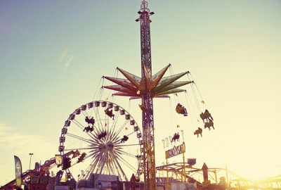 annaharo:  Golden hour at the carnival (by Libertad Leal)