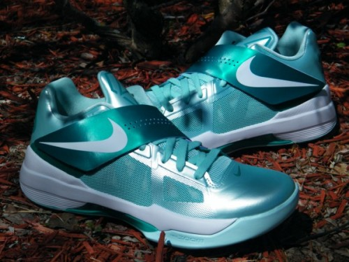 Nike Zoom KD IV - Easter another look at the Easter KD IV.  Mint Candy upper with White/New Green/Purple accents.  I'd say these are the best of the Easter Pack.  nice metallic colour on the upper, really liking the Mint Candy look.  click here for more pics Related articles Nike Zoom KD IV 'Easter' - Additional Images (sneakerfiles.com)