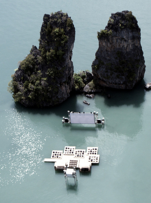 razorshapes:  Thailand's Floating Cinema