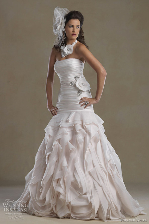 awesomeweddingdresses:  http://www.weddinginspirasi.com/2012/03/28/forever-yours-wedding-dresses-2012/2/