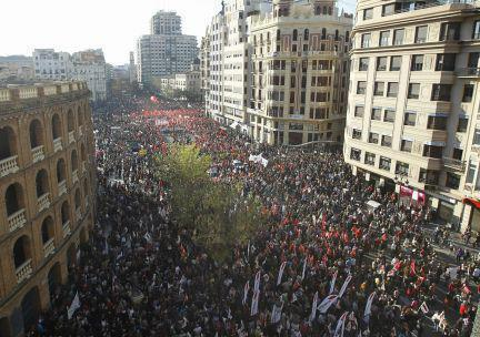 the-enhampment:  Valencia, Spain! Today's general strike demonstrating against austerity cuts. Solidarity! Spaniard speaking: Our strike isn't against austerity, we don't want waste money. Our strike it's about our new labor law. If you are pregnant or sick ONLY 20 days it's very easy and cheap to get dismiss anyone.@libey