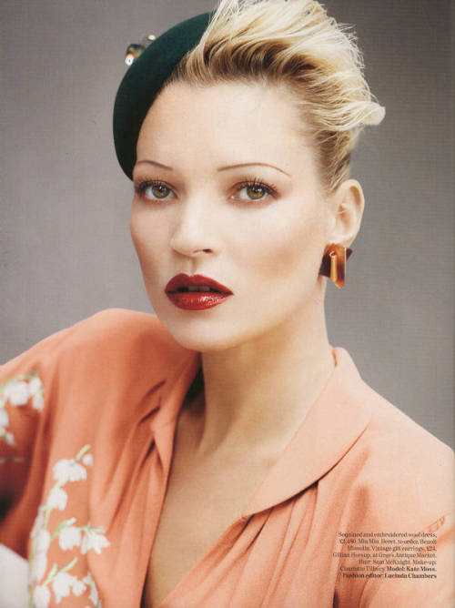 luxe-calme-et-volupte:  Kate Moss by Mario Testino for Vogue UK (August 2011).