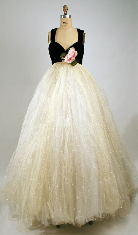 An awesome vintage dress. Look how full that skirt is!!