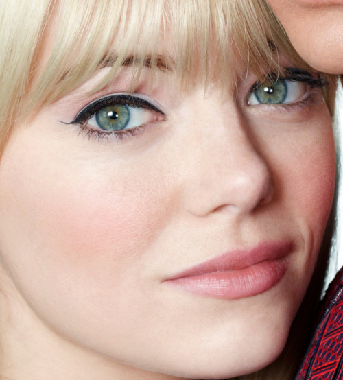 emma stone natural rosy cheeks and lips black liquid liner