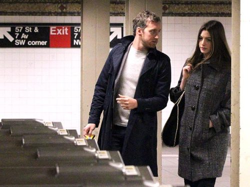 Anne Hathaway & fiancé Adam Shulman heading to the train in Manhattan.
