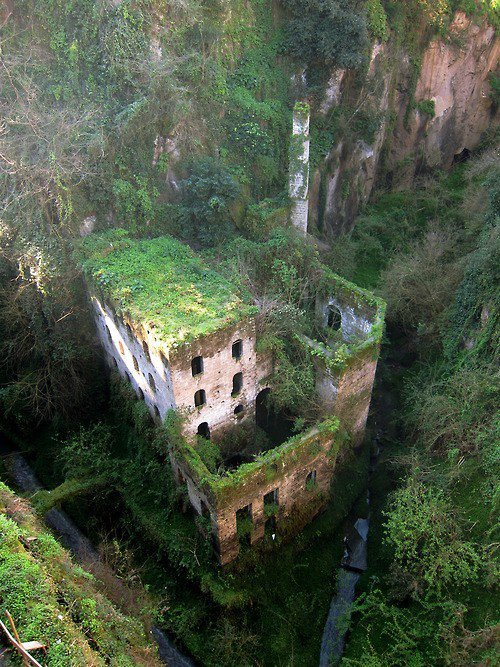 cjwho:  Il Vallone dei Mulini (Deep Valley of the Mills), Sorrento, Italy. Abandoned in 1866.