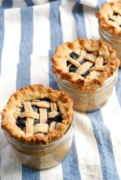 bride2be:  (via Lattice-Top Blueberry Pie in a Jar | Family Kitchen)