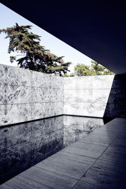 love-spain:  Barcelona Pavilion by Mies Van de Rohe, in Barcelona. Photo Johan Rosenmunthe.Love-Spain