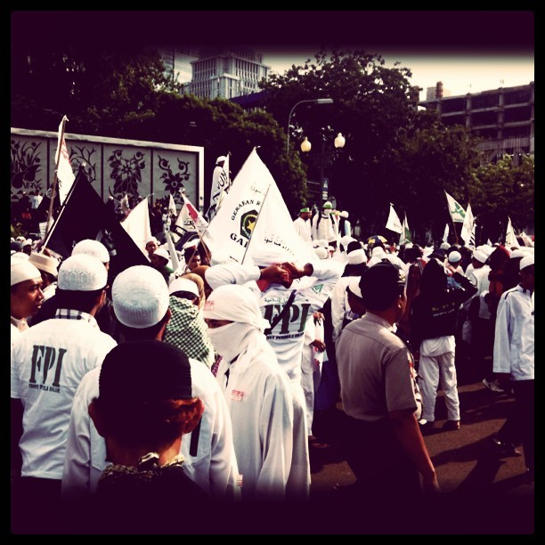 #chaos by #FPI in front of Istana Negara at #jakarta  (Taken with instagram)