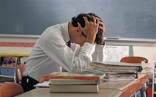teachersworldwide:  [ENGLAND] Trainee teachers face sitting tough new tests in literacy and numeracy before being allowed to enter the classroom amid fears over poor standards in the three-Rs, it emerged today. Students will be required to sit rigorous exams to qualify for training places as part of sweeping Government reforms designed to attract the brightest graduates into the profession. An expert panel – led by top head teachers – will be tasked with drawing up new-style assessments of basic skills in a move designed to root out poorly-qualified candidates. Ministers are also proposing to raise the pass mark for existing tests and clamp down on the number of times students can re-sit exams. (via Teachers to sit rigorous new tests in the three-Rs - Telegraph)  This isn't new, primary teachers need to do this in New Zealand.