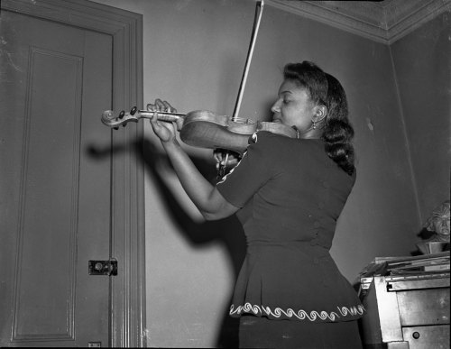 holdthisphoto:  by Scurlock Studio  A woman playing the violin at Howard University School of Music, circa 1940s. Photo: Scurlock Studio.