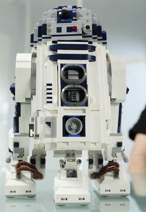 Priced at US $179.99, this absolutely amazing LEGO model of R2-D2 will be available in May and will come complete with rotating dome head, retractable third leg, and a special edition R2-D2 mini-fig hidden inside. Yes, this is the LEGO set you've all been looking for!