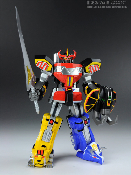 thestrongestmustache:  yes, this is the god damn dino mega zord!! real name is apparently Super Robot Chogokin Daizyujin. and this awesome toy of it is coming out next year… living through childhood without the actual dino megazord toy, i will be satisfied if i can get one of these!