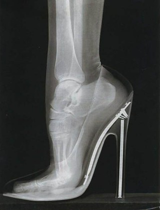 washingtonpoststyle:  Always did love a stiletto. Anyone knows where this image originated, tell us so we can credit it.
