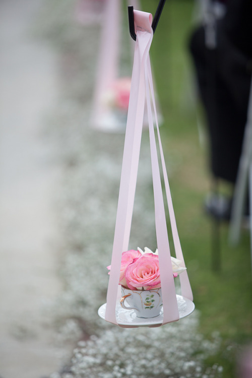 Oh, vintage lovers? Prepare yourself for major swoonage: teacup aisle markers from the wedding of Karla and Frankie.  Photographer: Harmony Loves