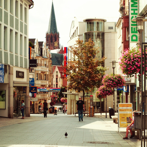 liebesdeutschland:  Aschaffenburg (Bayern)  I love Aschaffenburg. It's such a cute, little town. My best friend works there as a radiologist and I've always really liked visiting her. The city is just the right size with a cute shopping street, a beautiful castle and some really nice churches.