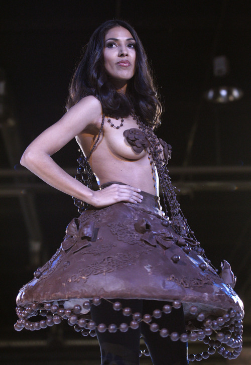 (via Edible Chocolate Haute Couture Creations)