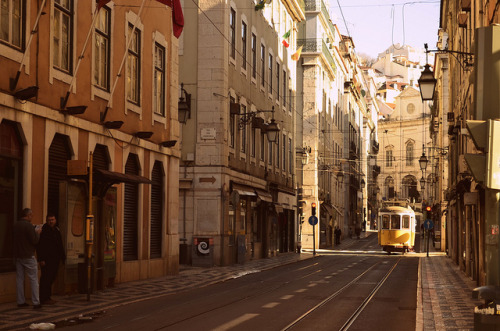 Lisbon street scene (by The Globetrotting photographer)