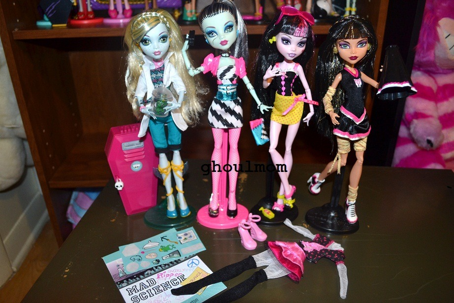 ghoulmom:   MONSTER HIGH STUFF FOR SALE! Fearleading Cleo $15 + shipping Classroom Lagoona $18 + shipping Gloom Beach Draculaura $10 + shipping Draculaura's Killer Style outfit $3 + shipping Dawn of the Dance Frankie Stein $15 + shipping And I might be selling Dawn of the Dance Clawdeen & Werewolf Sister pack Clawdeen in the near future… Any takers?