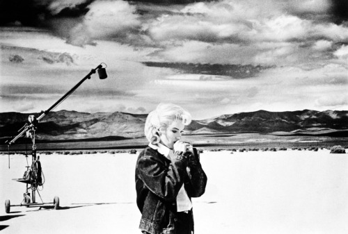 Marilyn Monroe on the set The Misfits, photo by Eve Arnold 1960
