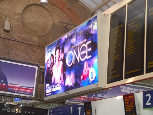 Once Upon A Time will begin airing over here in the UK on Sunday night (8 PM, Channel 5). Despite having seen all the episodes to date I can't even begin to explain how ridiculously happy, and excited, seeing this at the train station on the way home from work this evening made me. Seriously, I nearly squealed, but I figured taking a picture of a big screen probably showed me up for the geek that I am!