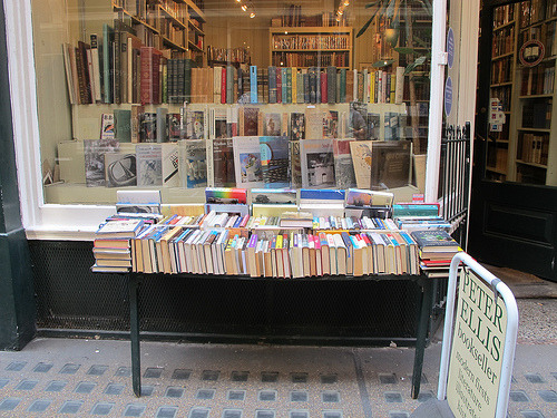 teachingliteracy:  books, london (by Karenke4)
