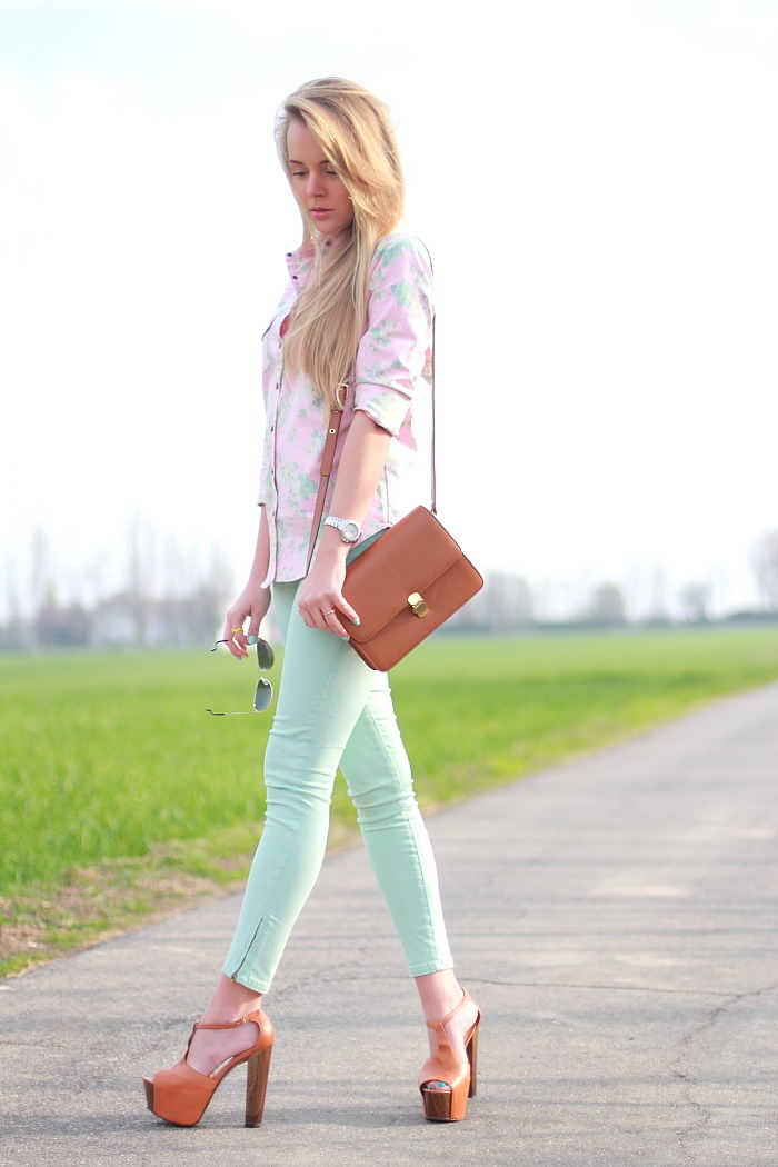 ZARA mint pants, JESSICA SIMPSON heels, ROMWE bag, MANGO shirt, FOREVER 21 necklace, rings (image: cablook)