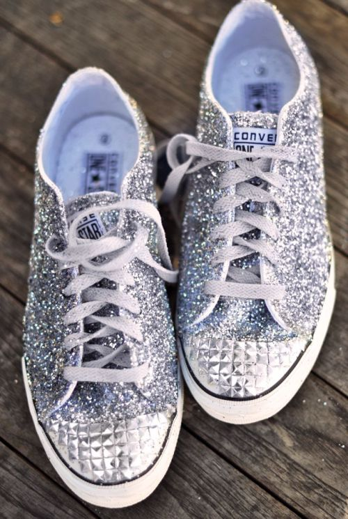 what-do-i-wear:  D.I.Y. Glitter sneakers (image: yesstyle)