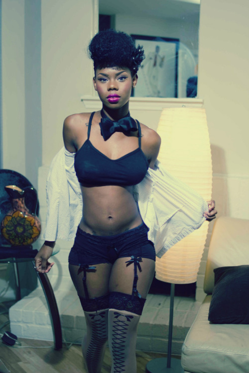 fuckyeahdarkgirls:  http://modelgeek.tumblr.com/ Beauty in its Purest Form http://beautyinitspurestform.blogspot.com