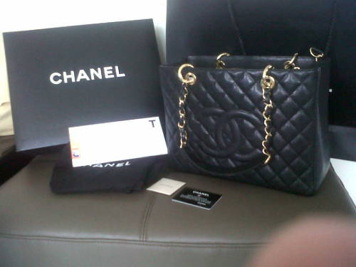 nakedthreads:  REBLOG, for a chance to win this authentic CHANEL GST handbag.    Details:  - black caviar leather  - gold hardware  - comes with box, authenticity card and dust bag - will ship anywhere for free  - brand new condition   Rules:  - MUST be following me, nakedthreads  - likes don't count  - reblogging more than once and messaging me telling me why you want it will give you a better chance  - winner will be chosen when there are enough reblogs on this but i will keep you updated.   any questions? nakedthreads.tumblr.com/ask