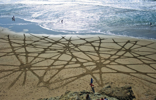 Beautiful sand paintings by Andreas Amador using only a rake. Via Honestly WTF. (Click for more)