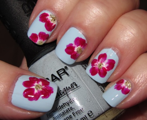 fuckyeahnailart:  (via Marias Nail Art and Polish Blog: Fuchsia-red one-strokes on baby blue)