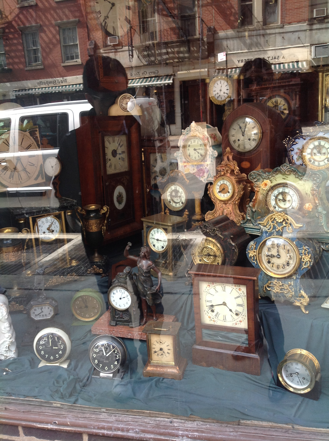 Inspiration: clocks and the experts of time