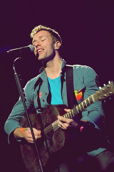 The guitar is super cool. It perfectly suits with Chris Martin.