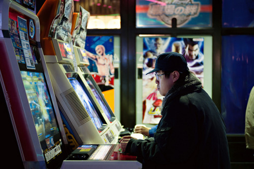 Passca Arcade, Tennoji 090 - Wife was able to find a couple of arcades that had a game I like to play. I spent a couple hours playing Street Fighter while my family shopped at a nearby mall. It was nice to play in an arcade setting again after so many years.  This is a photo of another player, straight ahead of me. Not sure what he was playing, though. I hope I can get some time playing again before we have to leave.