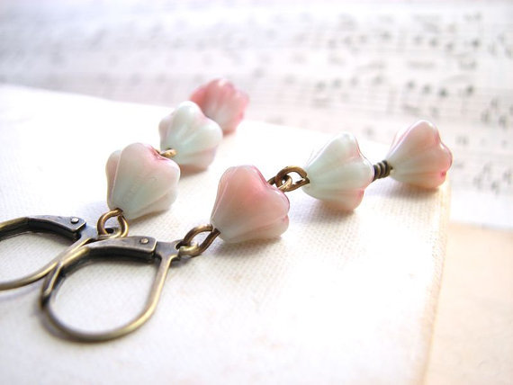 These are so sweet! (via Shabby pastel earrings with mint green and pink by shadowjewels)
