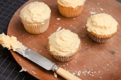 oohhhbaby:  white chocolate cupcakes