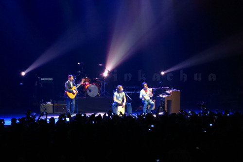 HANSON - Live in Manila Taken by Inka Chua. March 30, 2011. Smart - Araneta Coliseum.