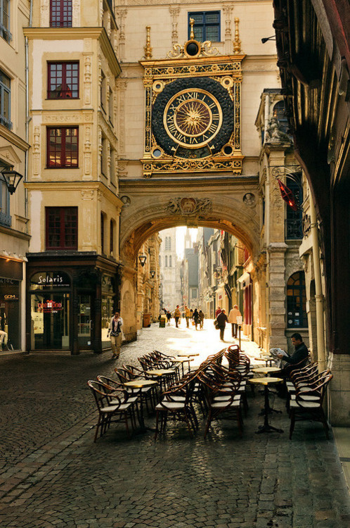 thatkindofwoman:  bluepueblo ||Clocktower, Rouen, France || photo via almost