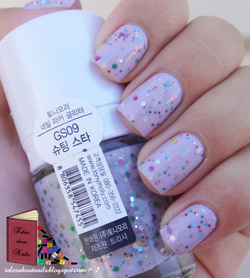 A gorgeous korean polish I'm in love with! Check out more photos and where to get your hands on them at my blog.