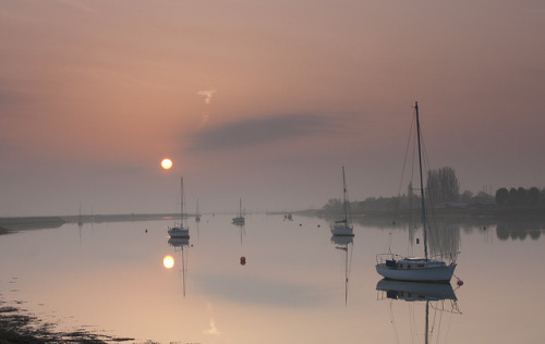 Hazy Sunrise by Jeapesy on Flickr.