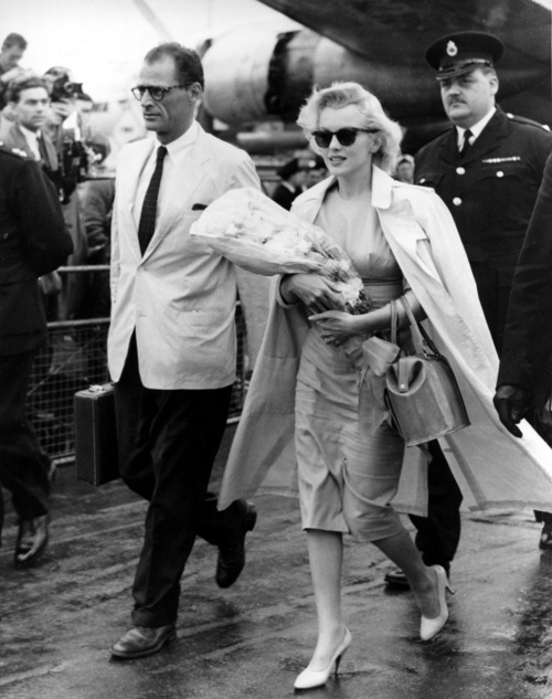 audreyandmarilyn:  Marilyn Monroe and Arthur Miller arriving in England to film The Prince and the Showgirl, 1956.