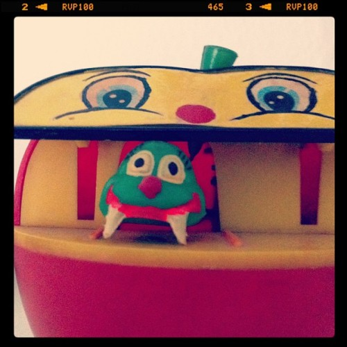 day 30 | toy #marchphotoaday #marchphotochallenge #photooftheday #moneybox #apple #day30 #toy (Wurde mit instagram aufgenommen)