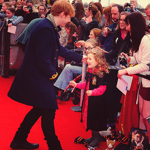 Rupert Grint being the most perfect human being ever with his fans;