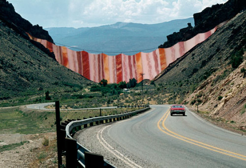 Christo & Jeanne-Claude : Bacon Curtain (1971-1972)