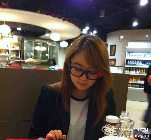 120331 Lim's weibo  Wearing the kitty glass that I bought in HK :)