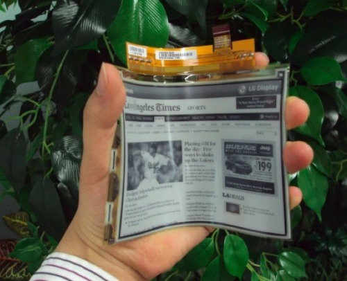 latimes:  discoverynews:  Bendable E-Reader Going Into Production E-readers are a great tool, but the one big disadvantage is that they're made of breakable glass and sensitive electronics that can get damaged when dropped. Books, by contrast, are pretty durable. LG Display has brought flexible, light and tough e-readers a little closer to reality. The company announced that it is mass-producing a flexible electronic paper display, or EPD. keep reading