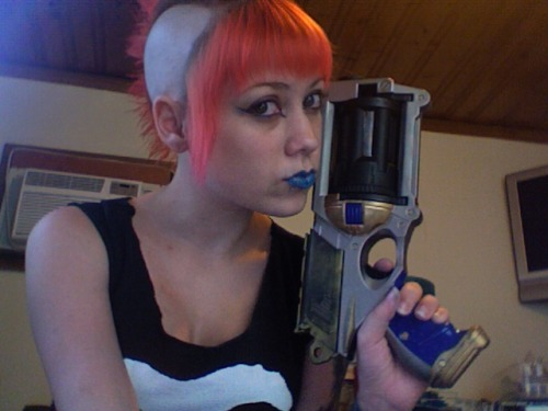 fyeahmohawks:  Mohawk and nerfgun. My blog.  Raging lesbian boner rn.
