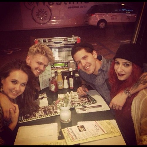 Mel's diner 4am munch out with good people! @markusekman @benny_hancock @jennyjenga (Taken with instagram)