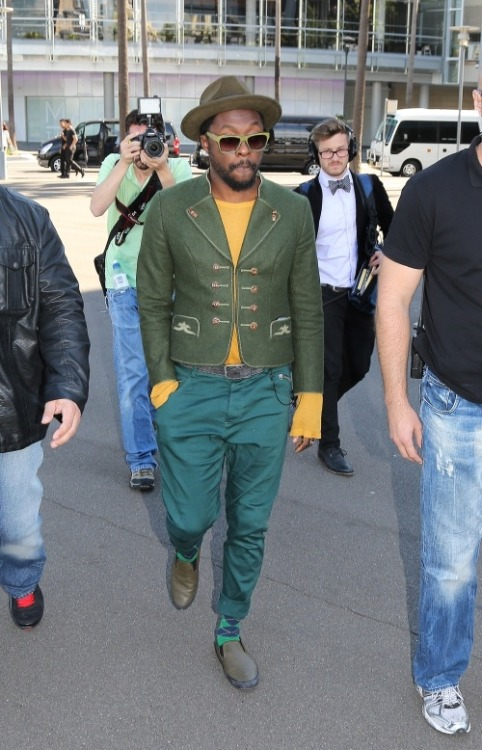 A true style trendsetter, Will.I.AM iconic looks are always a breath of fresh air.  I am in love with his creative and edgy style aesthetics. The various shades of green to establish one look is epic. Love it, Will.I. AM… Sammihaynesinc, www.sammihaynes.com